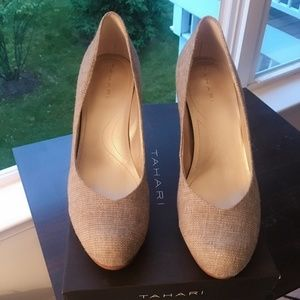 Tahari Lonnie Heels in Perfect Condition